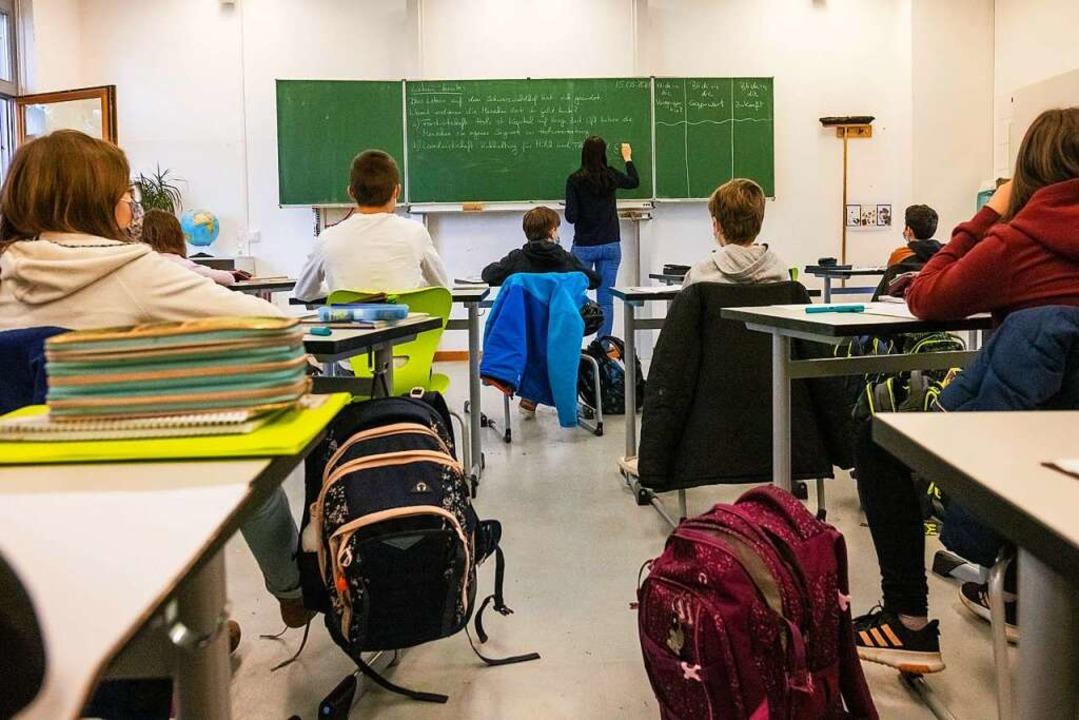 Masken tragen, häufiger testen und meh...1; so soll Unterricht möglich bleiben.  | Foto: Philipp von Ditfurth (dpa)