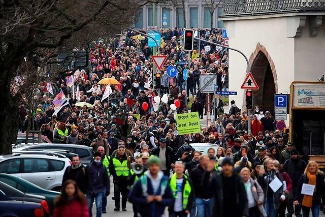 Festnahmen und Wasserwerfer: 20.000 Menschen bei Demo gegen Corona-Auflagen in Kassel