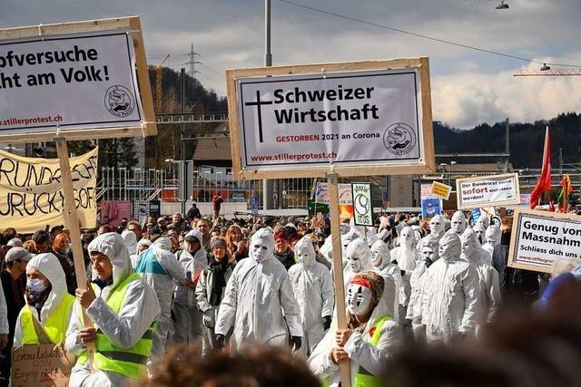 Tausende demonstrieren in Liestal gegen Schweizer Corona-Politik