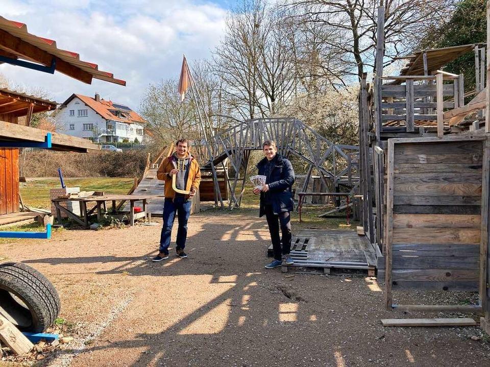 Auf dem Hüttenbauplatz: Malte Lindeman...de in der Pandemie für Kinder da sein.  | Foto: Dora Schöls