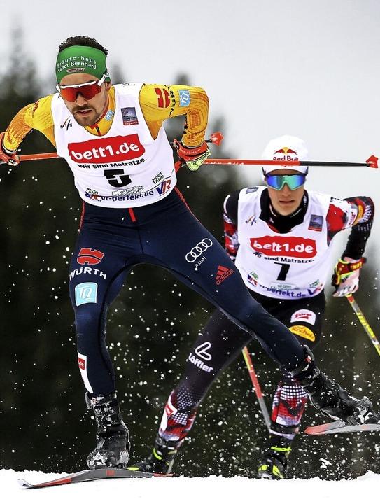 Rasant aur Rang drei: Fabian Rießle (l...weltmeister Johannes Lamparter durch.   | Foto: Jan Woitas (dpa)