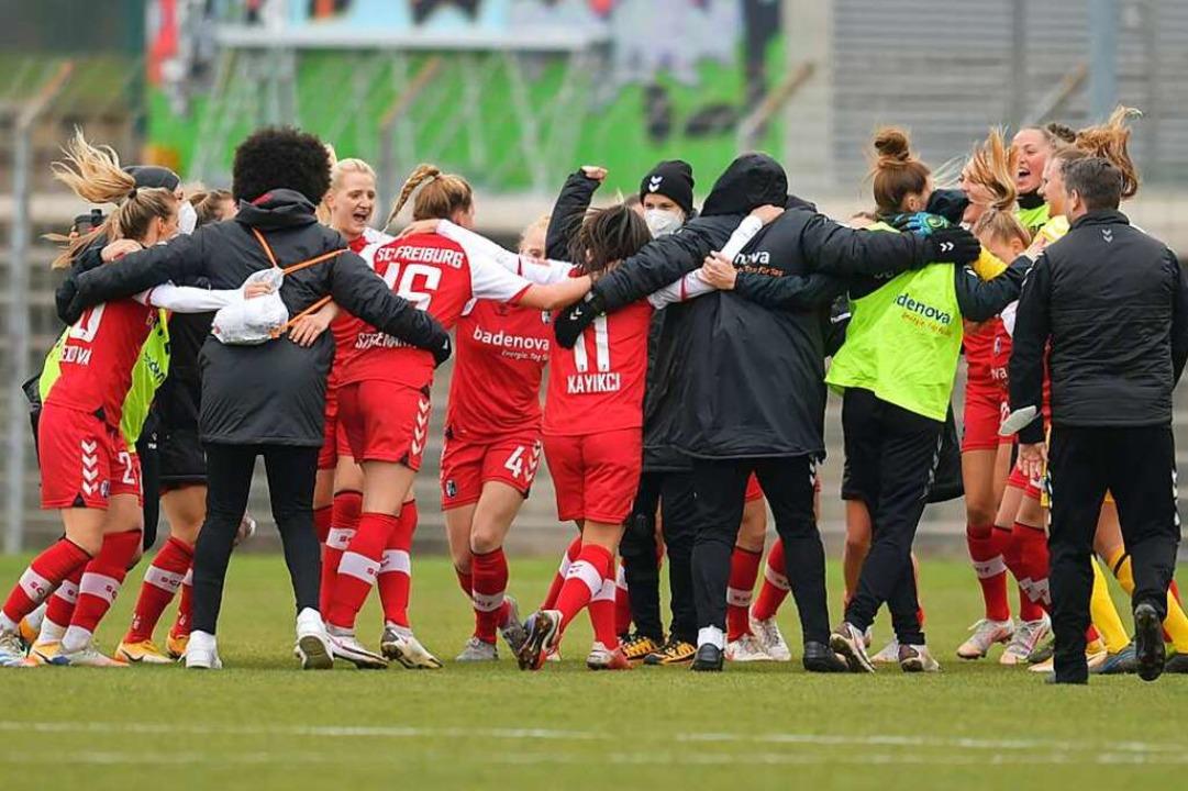 Jubeltraube nach dem Spiel  | Foto: Achim Keller