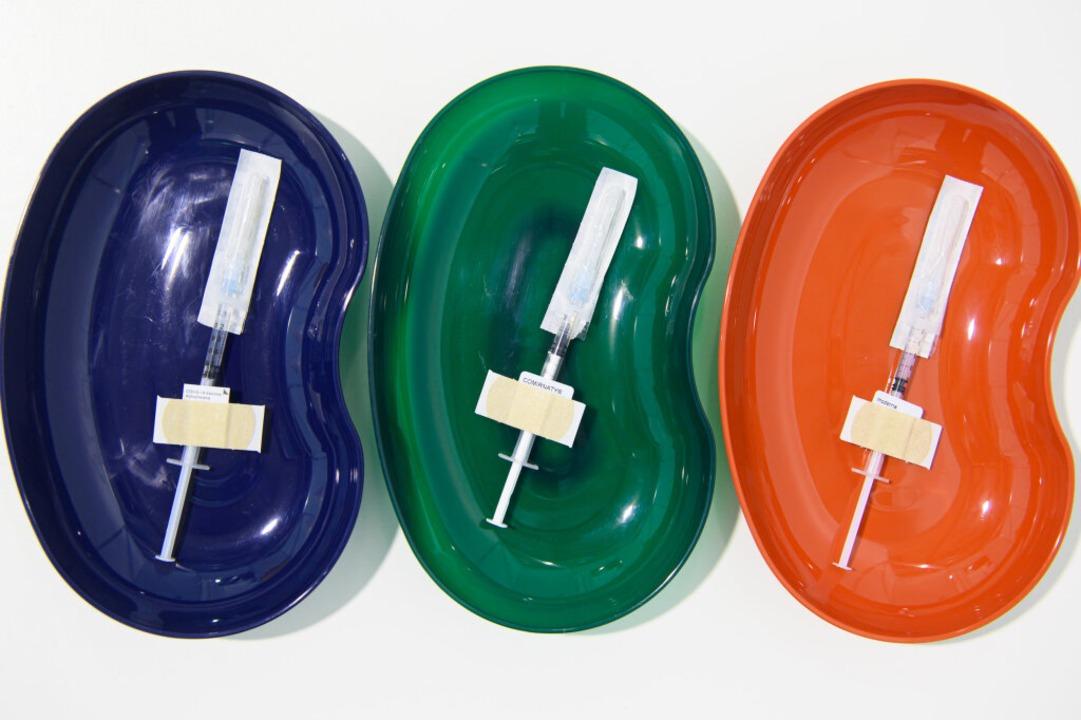 Ein mobiles Impfteam  hätte am Diensta...mpfen sollen. Aber daraus wird nichts.  | Foto: Robert Michael (dpa)