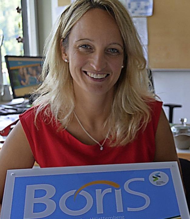 Rektorin Susanne Schwer mit dem BoriS-... besonders wichtiger Schwerpunkt ist.   | Foto: Sebastian Barthmes