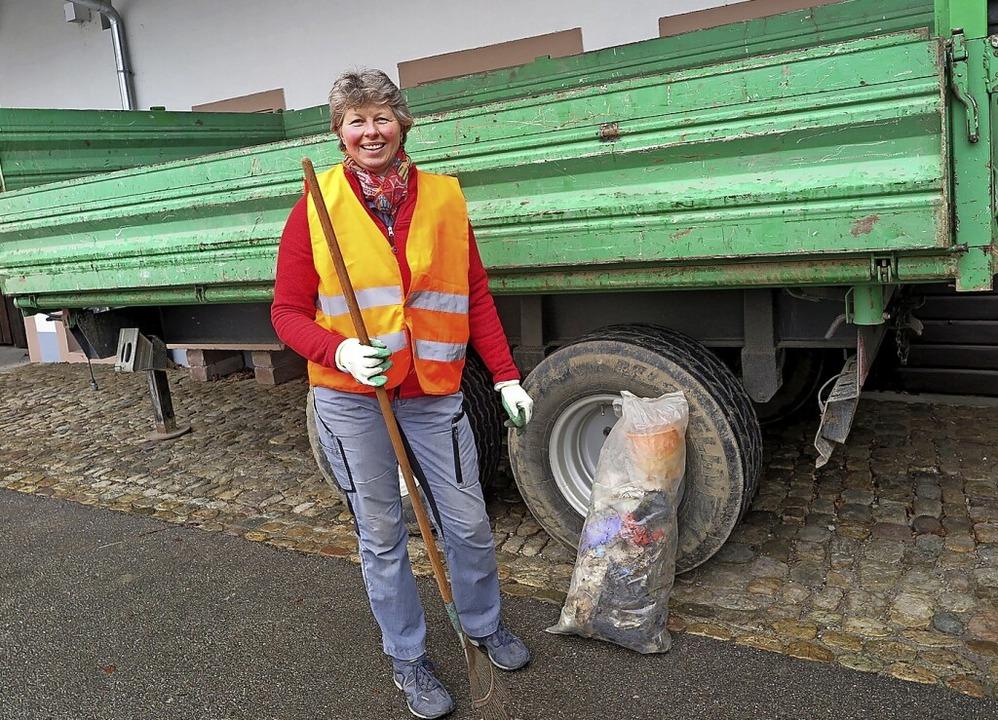 Helfer gesucht: Claudia Schlenker vom ...ige Unterstützung bei der Dorfputzete.    Foto: Beatrice Ehrlich
