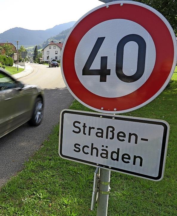 Sorgt für einigen Unmut in Münstertal:...eduzierung auf der L123 auf  Tempo 40.    Foto: Hans-Peter Müller