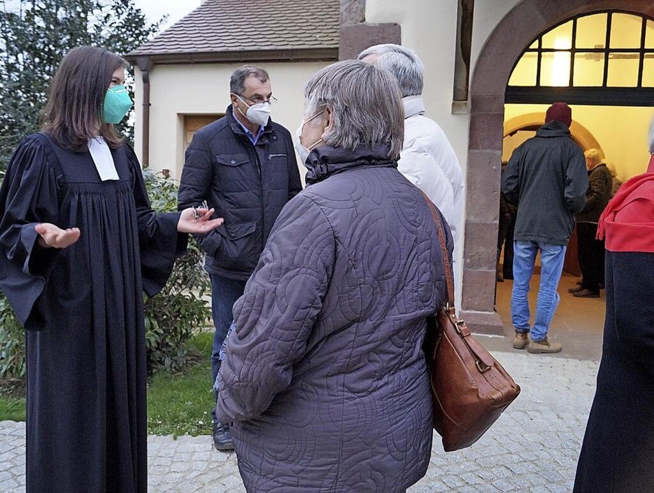 Der Empfang im Anschluss an den Gottes...er Kirche mit  Pfarrerin Juliane Rupp.    Foto: Silke Hartenstein