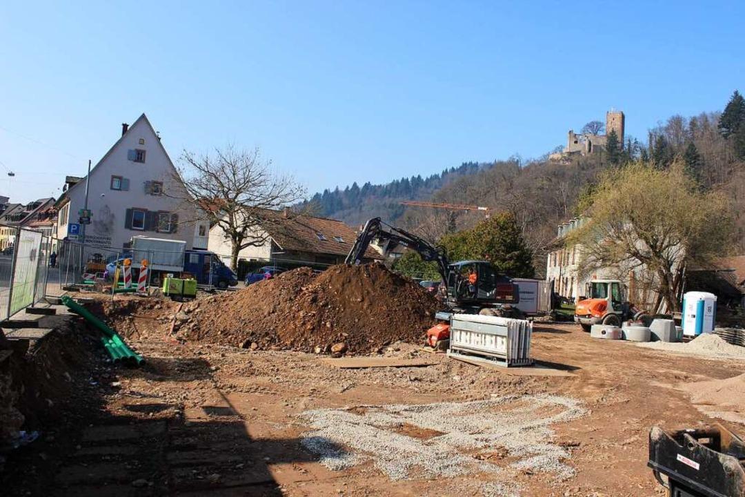 Mit Blick zur Kastelburg: Hier, längs ... Projekt in der Waldkircher Vorstadt.   | Foto: Bernd Fackler