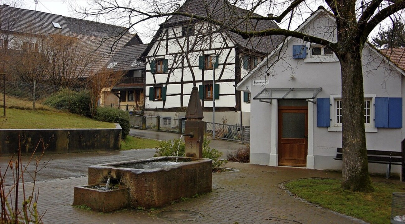 Der Brunnen in Welmlingen soll am Samstag zum Osterbrunnen werden.  | Foto: langelott