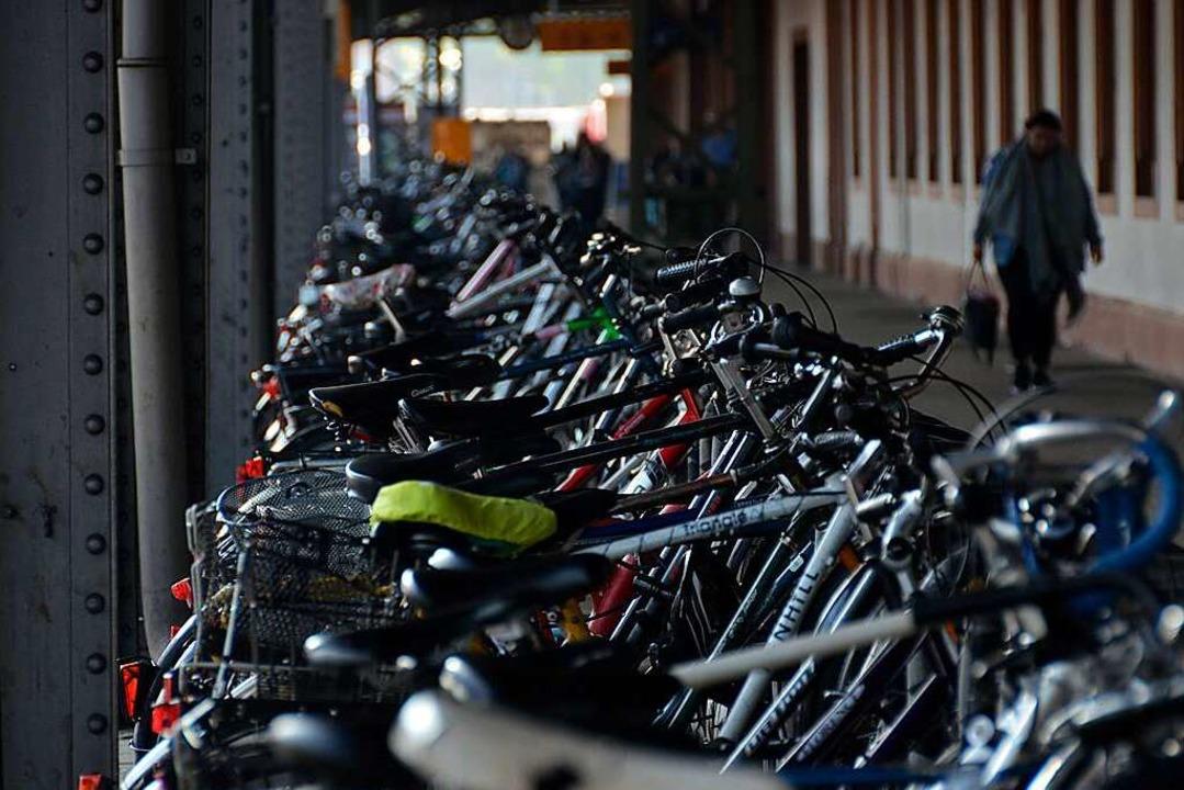 Als unbefriedigend empfinden zahlreich...ende die Radparksituation am Bahnhof.     Foto: Moritz Lehmann