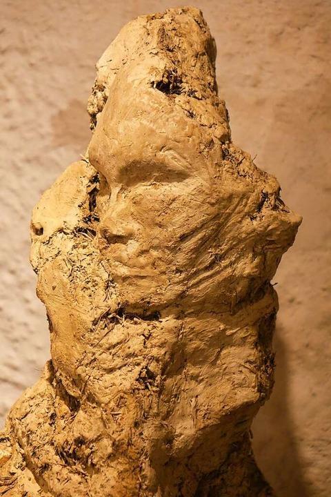 Eine Lehmskulptur von Johannes Beyerle    Foto: Roswitha Frey