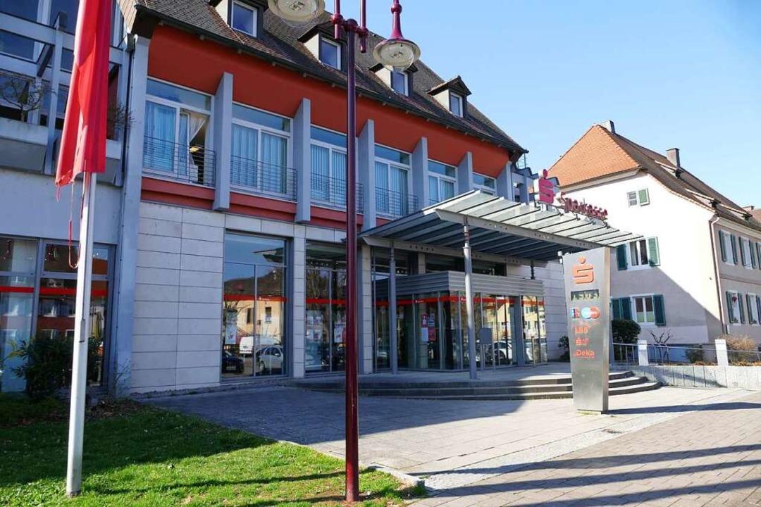 Die Sparkasse Staufen-Breisach unterhält zwölf  Filialen (wie hier in Breisach).    Foto: Gerold Zink
