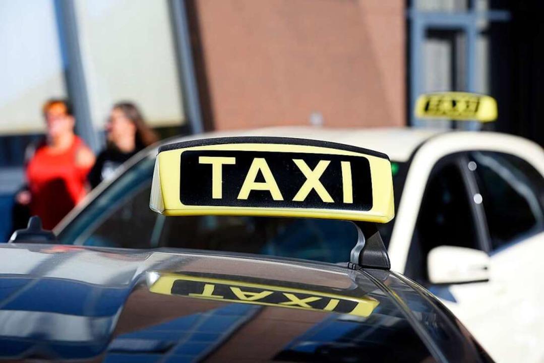 Ein Taxifahrer soll durch rücksichtsloses Fahren aufgefallen sein. Symbolbild.  | Foto: Thomas Kunz