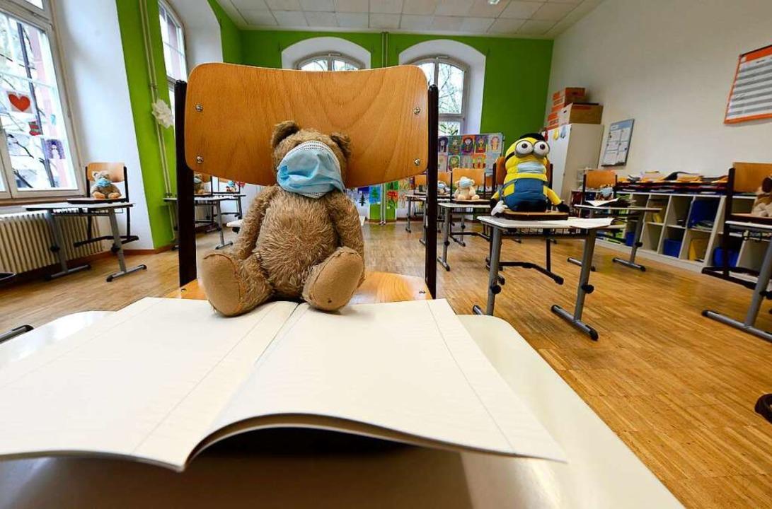Beim Teddybären oder beim Minion muss die Maske nicht perfekt sitzen.    Foto: Ingo Schneider