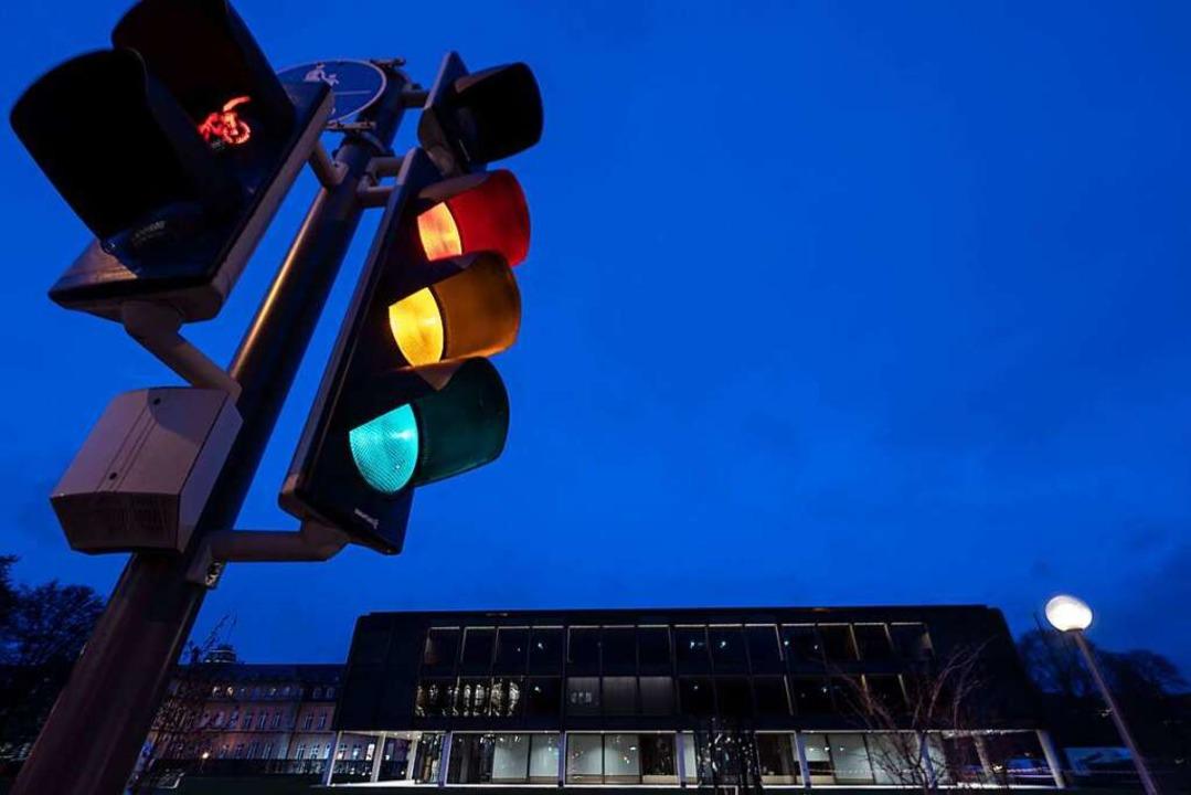 Ein Ampel vor dem Stuttgarter Landtag:...eine Ampel-Koalition überhaupt passen?    Foto: Marijan Murat (dpa)