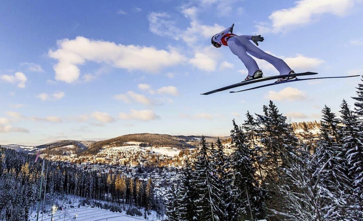 Fliegen ist ein Menschheitstraum. Um W...en wie Skisprungtrainer Rolf Schilli.   | Foto: Philipp von Ditfurth (dpa)