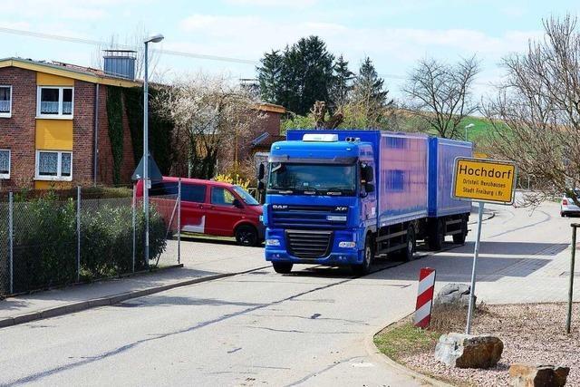 Rat von Freiburg-Hochdorf will Durchfahrverbot für schwere Laster