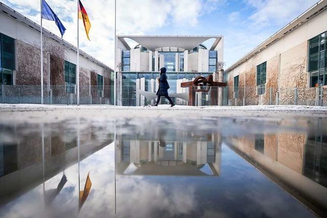 Live ab 12:30 Uhr: Bundeskanzlerin Merkel informiert über Absage der Osterruhe