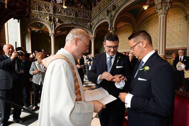 Pfarrer und Diakone in Südbaden wollen weiter gleichgeschlechtliche Paare segnen
