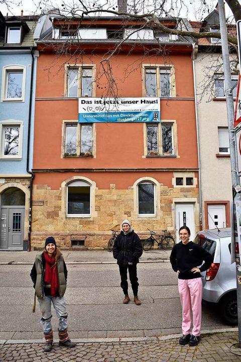 Meike Bischoff, Hanna Schweizer und An...die Projekte des Mietshäusersyndikats.  | Foto: Thomas Kunz
