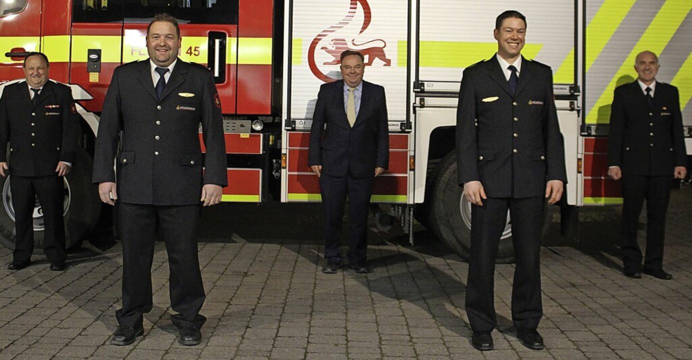 Das neue Führungsduo Stefan Obrecht (v... links) zu ihrer Wahl beglückwünscht.   | Foto: Milena Grafmüller