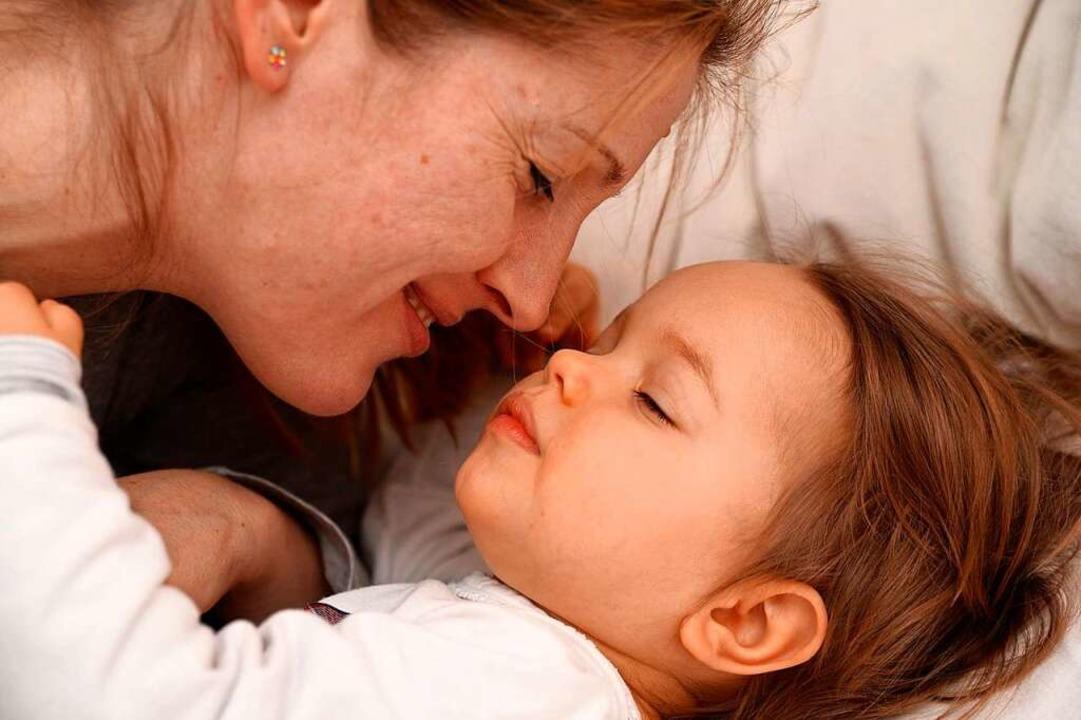 Kinder können sanft an die neue Zeit gewöhnt werden.  | Foto: Andrea Warnecke/dpa-tmn