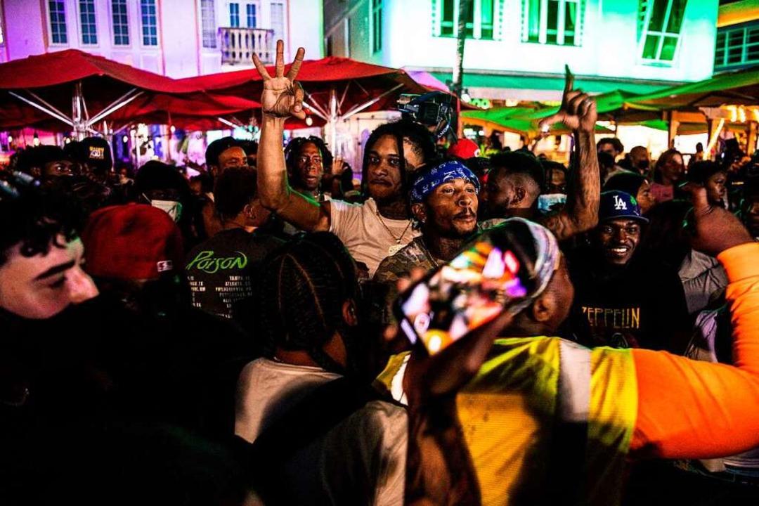 Das Coronavirus feiert mit.  | Foto: CHANDAN KHANNA (AFP)