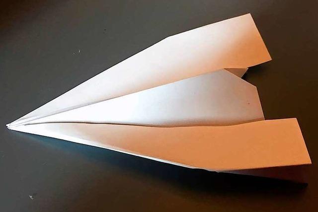 Einfach mal abheben: Bastelanleitung für einen Papierflieger