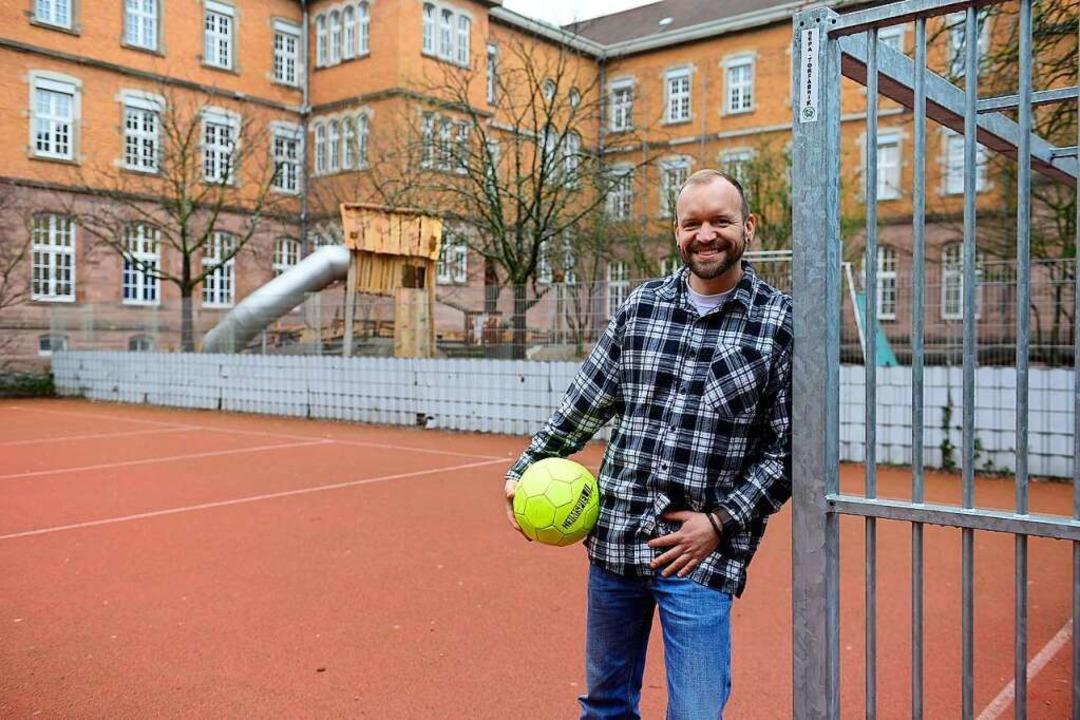 Freut sich, wenn auf dem Spielfeld der...1; Schulsozialarbeiter Fabian Fennig.   | Foto: Ingo Schneider