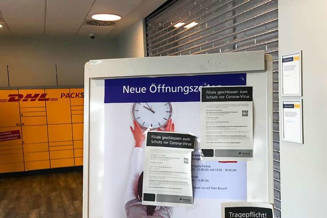 Ein Aushang informiert die Kunden.  | Foto: Jonas Hirt