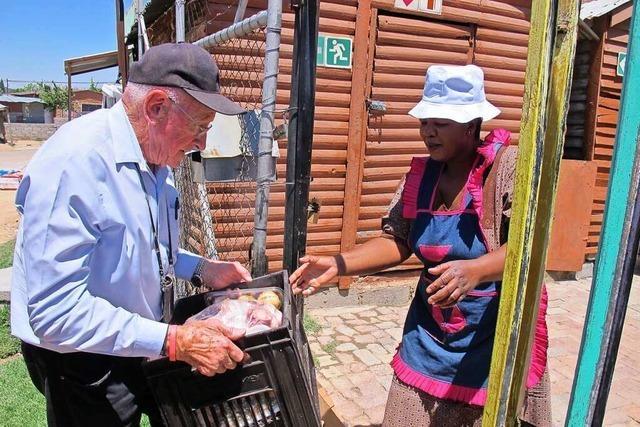 Heute hilft der Polizeiminister des Apartheidregimes armen Schwarzen