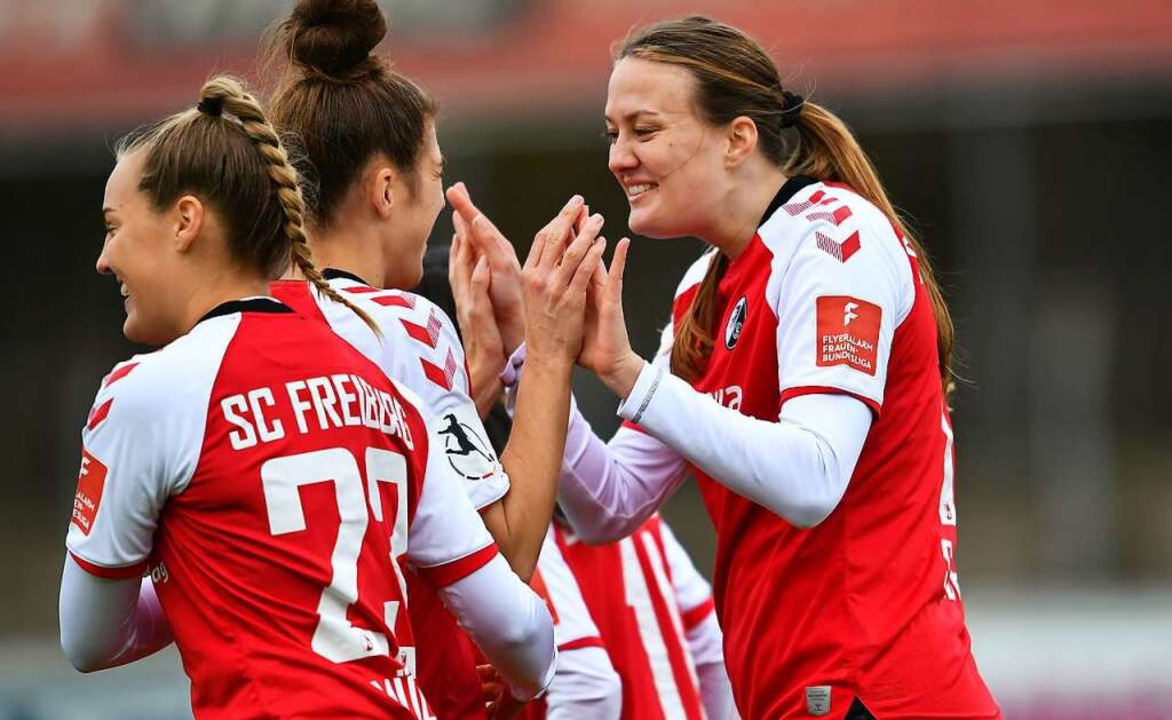 Stefanie Sanders (r.) durfte den Verei...enden Saison nach Rosengard verlassen.  | Foto: SC Freiburg/Achim Keller