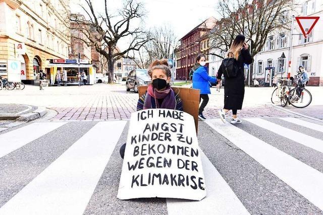 Sitzblockade in Freiburg gegen die Klimakrise