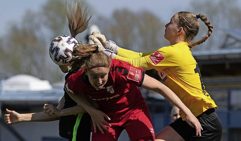 Mit vereinten Kräften versuchten  die ...min Pal  die Niederlage zu verhindern.  | Foto: Eibner Pressefoto/Michael Memmler via www.imago-images.de