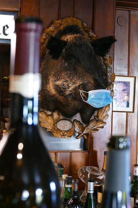 Auch das Wildschwein trägt Maske  | Foto: Sattelberger