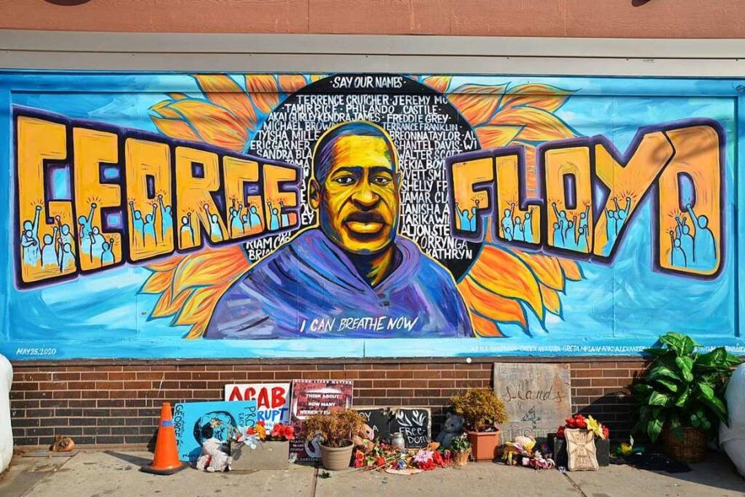 Das Memorial zum Gedenken an George Fl...izisten, wird nun der Prozess gemacht.  | Foto: Frank Herrmann