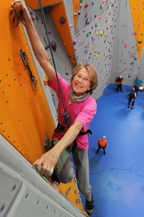Geht mit 73 Jahren noch die Wände hoch...es Deutschen Alpenvereins in Freiburg   | Foto: Patrick Seeger
