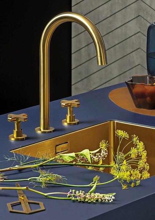 Luxus pur: goldfarbene Spüle    Foto: AMK