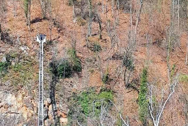 Auf einem Steilhang bei der Kastelburg drohte ein Mann abzustürzen