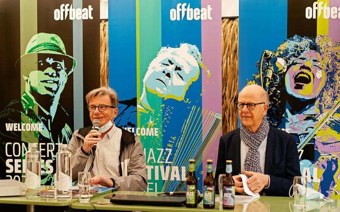 Festivalchef Urs Blindenbacher (links)...kleinem Rahmen veranstalten zu können.    Foto: Goffredo Loerscher