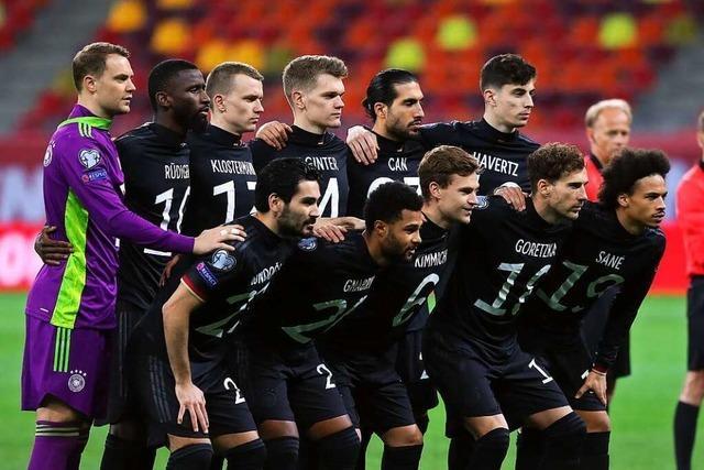Fußball-Nationalmannschaften setzen Zeichen für Menschenrechte
