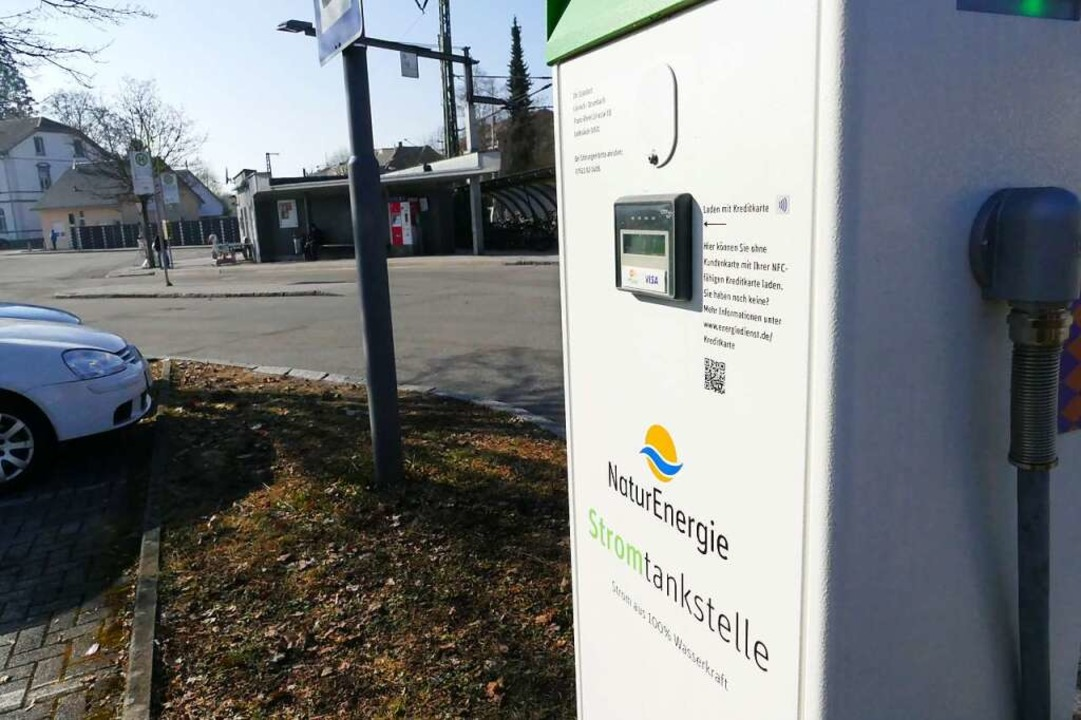 13 Ladestationen mehr, hier die am Bah...en, soll es bis 2023 in Lörrach geben.    Foto: Peter Gerigk