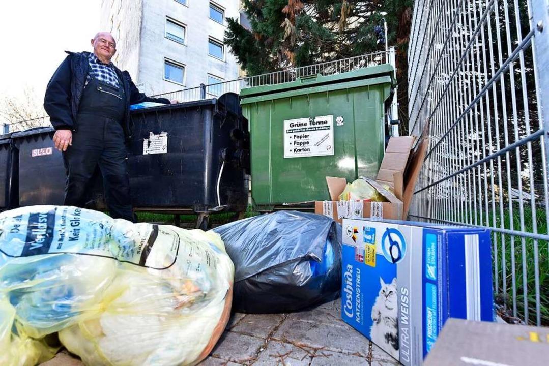 Peter Burdak räumt mit seinem Unterneh...für kommt er dreimal pro Woche vorbei.  | Foto: Thomas Kunz