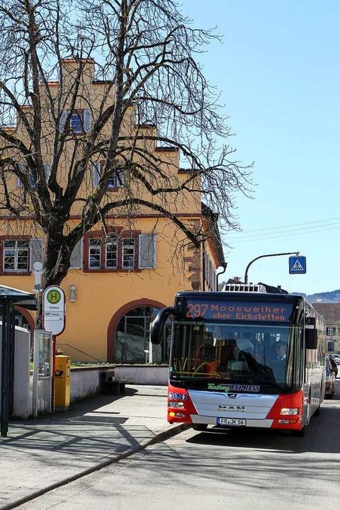 Die Buslinie 297 wird eigenwirtschaftl...chstetten (hier am Rathaus) ansteuern.  | Foto: Daniel Hengst