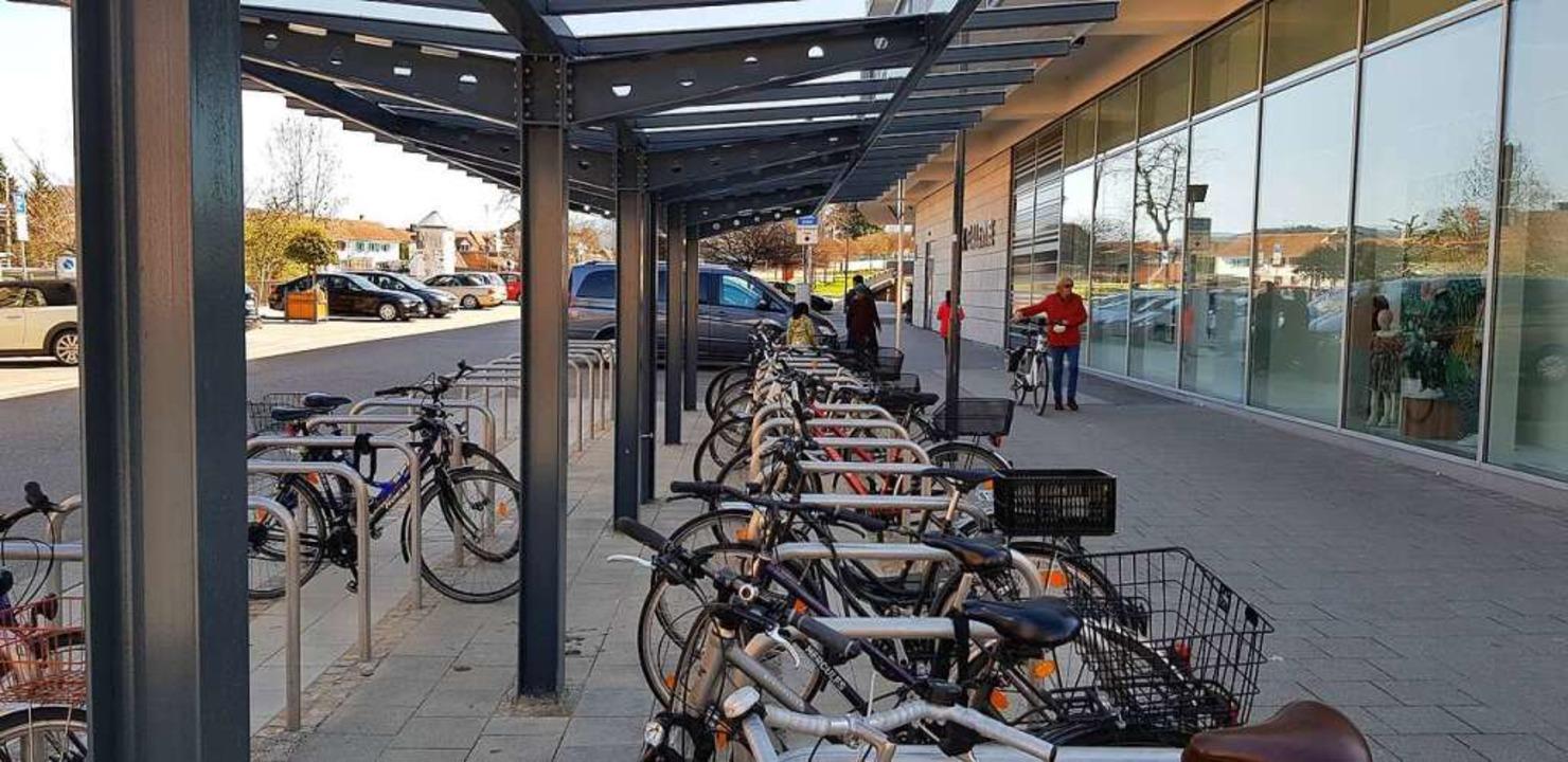 Zwar noch kein Fahrrad-Parkhaus aber i...urzem an der Emmendinger Merk-Galerie.  | Foto: Gerhard Walser