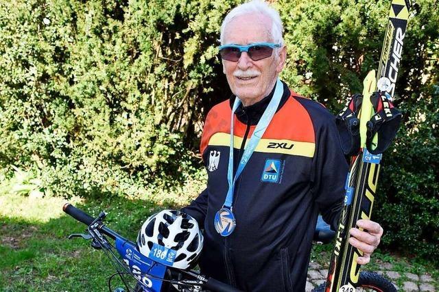 Wie ein 82-jähriger Freiburger Wintertriathlon-Vizeweltmeister wurde
