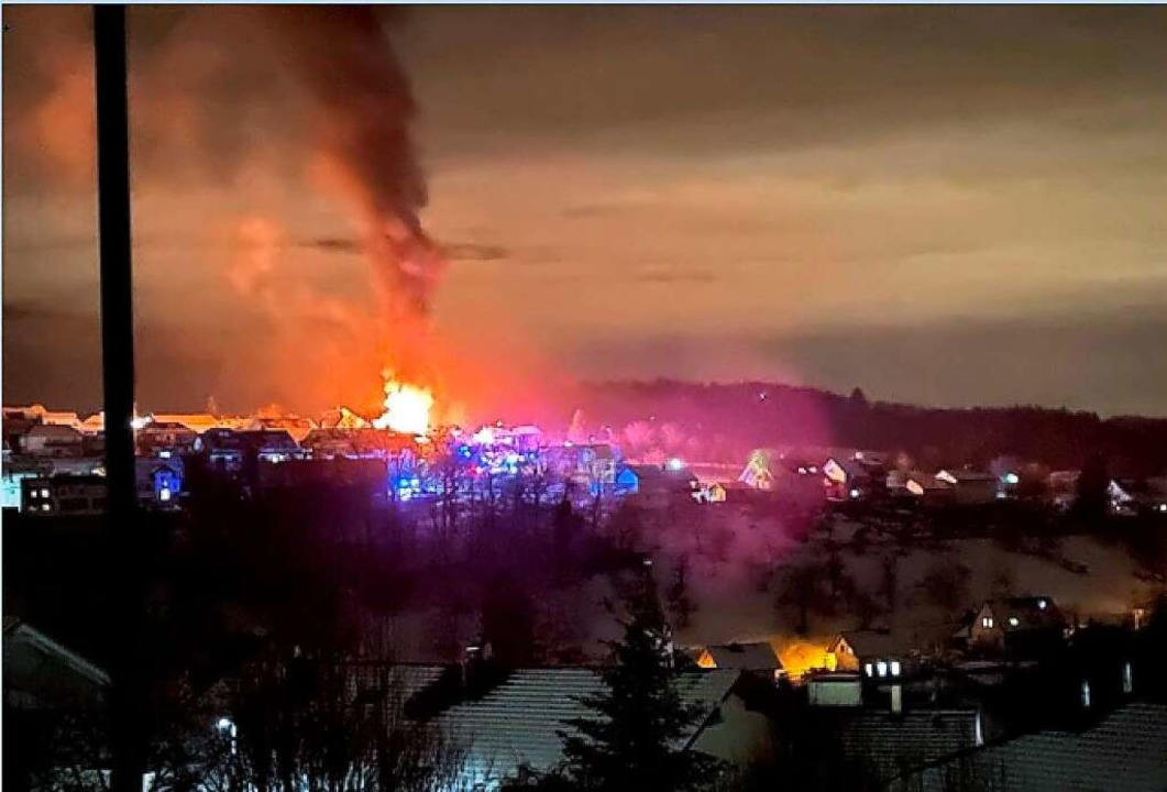 Das Feuer war weithin zu sehen.  | Foto: Günter Köhler