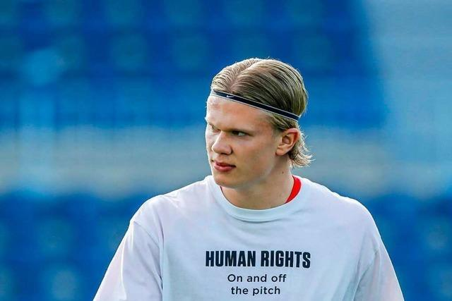 Die Proteste von Fußballprofis gegen die Verletzung von Menschenrechten in Katar sind bemerkenswert