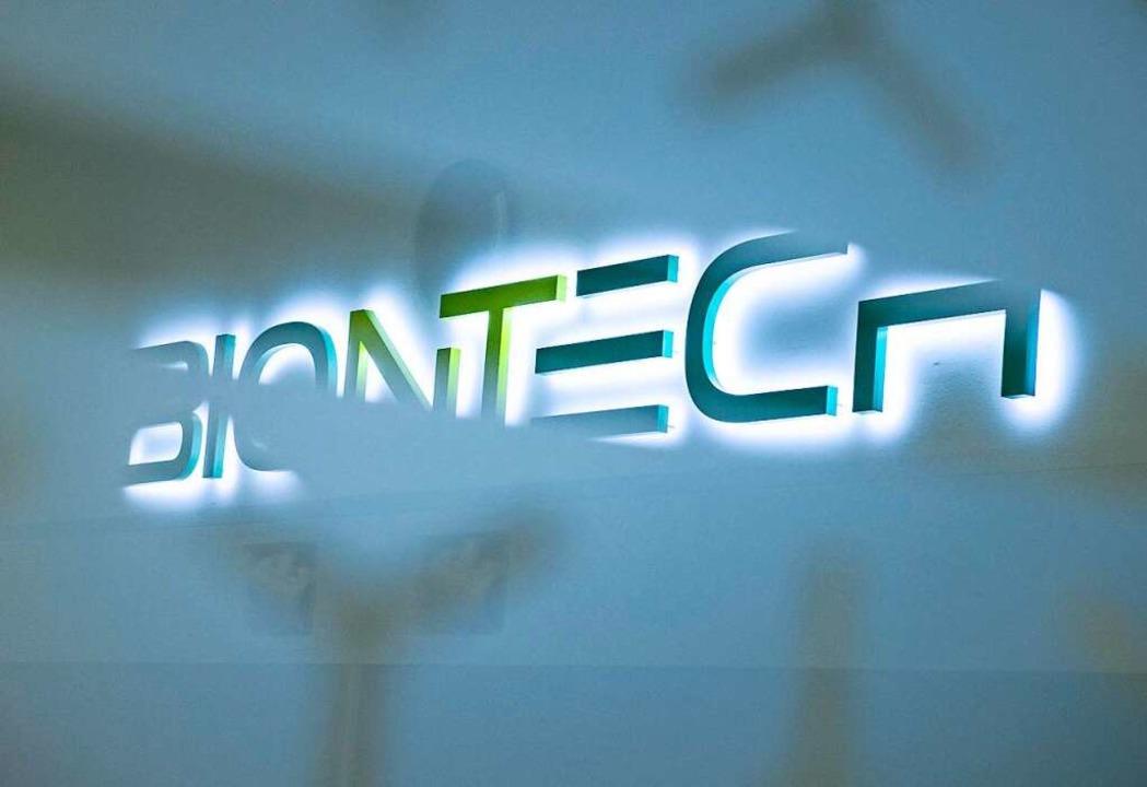 Biontech und Pfizer planen nach eigene...A und dem US-Pendant FDA einzureichen.  | Foto: Boris Roessler (dpa)