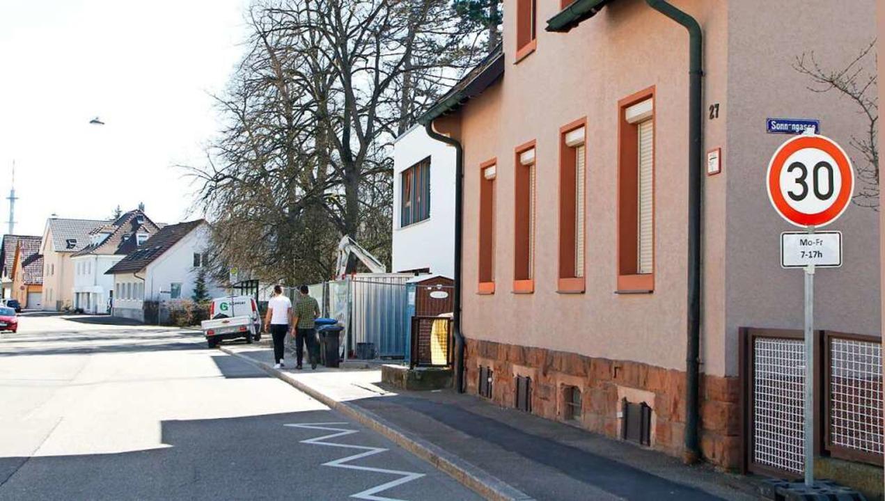 In der Dinglinger Hauptstraße stehen die Schilder schon.     Foto: Heidi Fößel